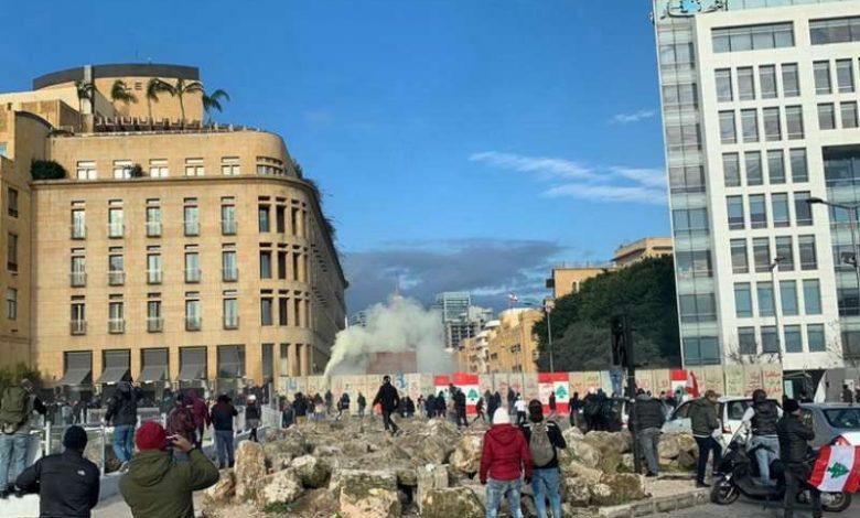 إقفال محيط فندق فينيسيا بالعوائق البلاستيكية من قبل المحتجين