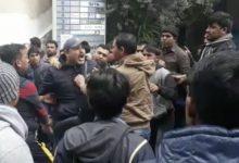 Photo of بالفيديو: تضارب بين صاحب شركة وعماله الهنود