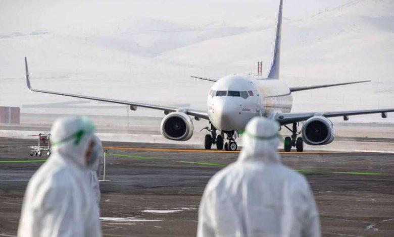 إجراءات جديدة بالطائرات والمطارات. سيواجه المسافرون جوا هذا الصيف مجموعة من السياسات الجديدة، بسبب جائحة كورونا.