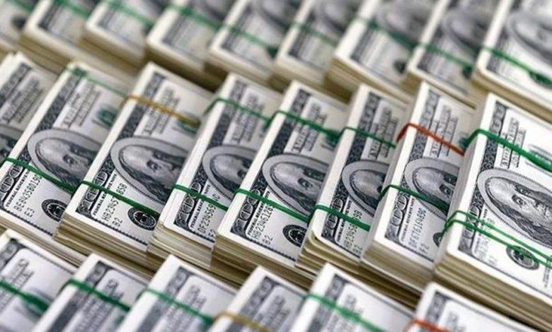 لا تفرحوا بتراجع الدولار كثيراً الإرتفاع ممكن في اي لحظة! فبالتوازي مع اعلان البدء في تطبيق خطة دعم استيراد السلة الاستهلاكية