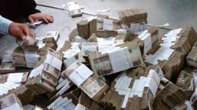 """رجل أعمال يدفع مثة ألف دولار لـ""""مليونير مزّيف"""" !"""