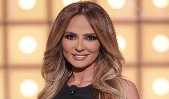 Photo of ناديا بساط: هل نجح احدكم بتحويل المال؟