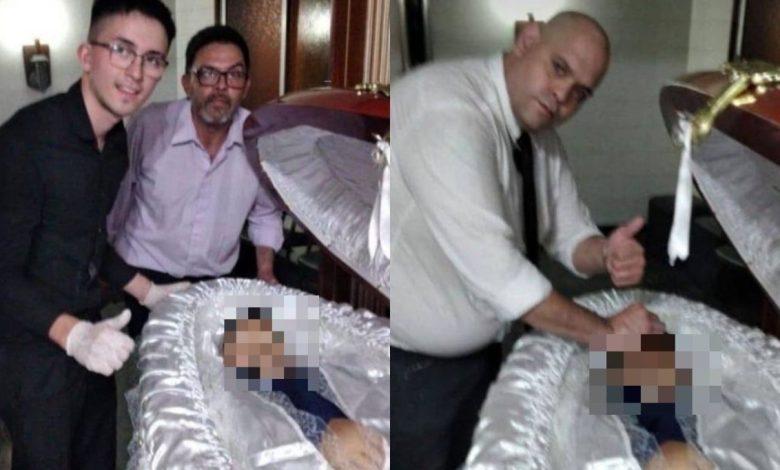 """صورة """"سيلفي"""" مع جثةالأسطورة مارادونا سبب طرده من العمل"""