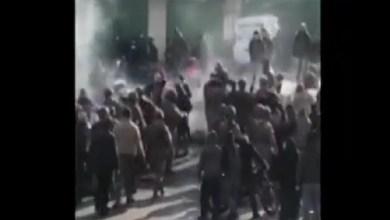 Photo of بالفيديو: مواجهة بين الجيش والمتظاهرين في طرابلس