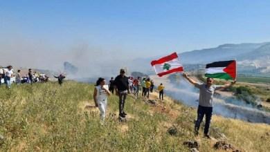 Photo of بالفيديو: متظاهرون يقتحمون السياج الحدودي بين لبنان وإسرائيل