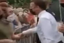 Photo of شخص يصفع ماكرون على وجهه! | فيديو